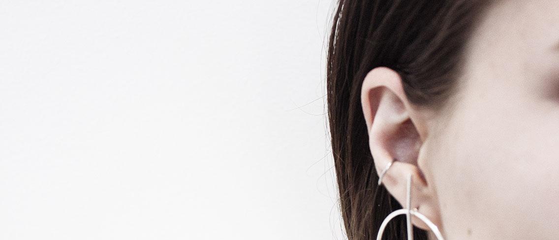 Jangan sekali-kali memicit jerawat di telinga!